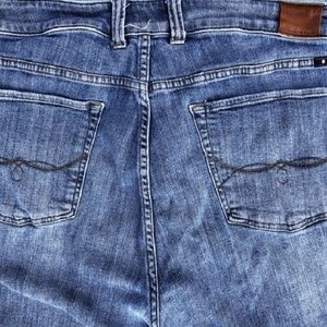 Lucky Brand Jeans - 🌻LUCKY BRAND CAPRIS WITH EMBROIDERY  FRAYED HEM